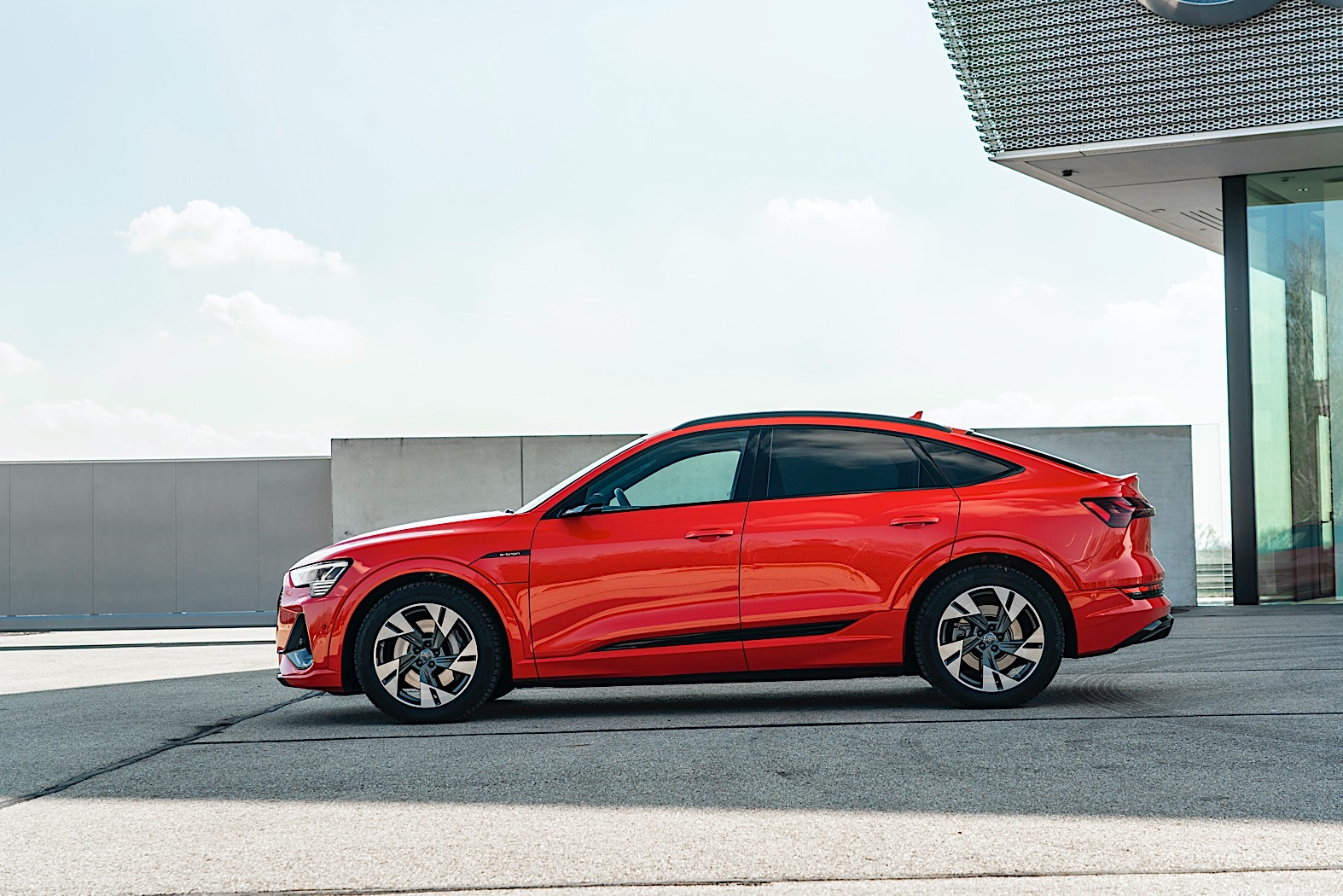 2021 audi e-tron sportback starts at $77,400, comes with