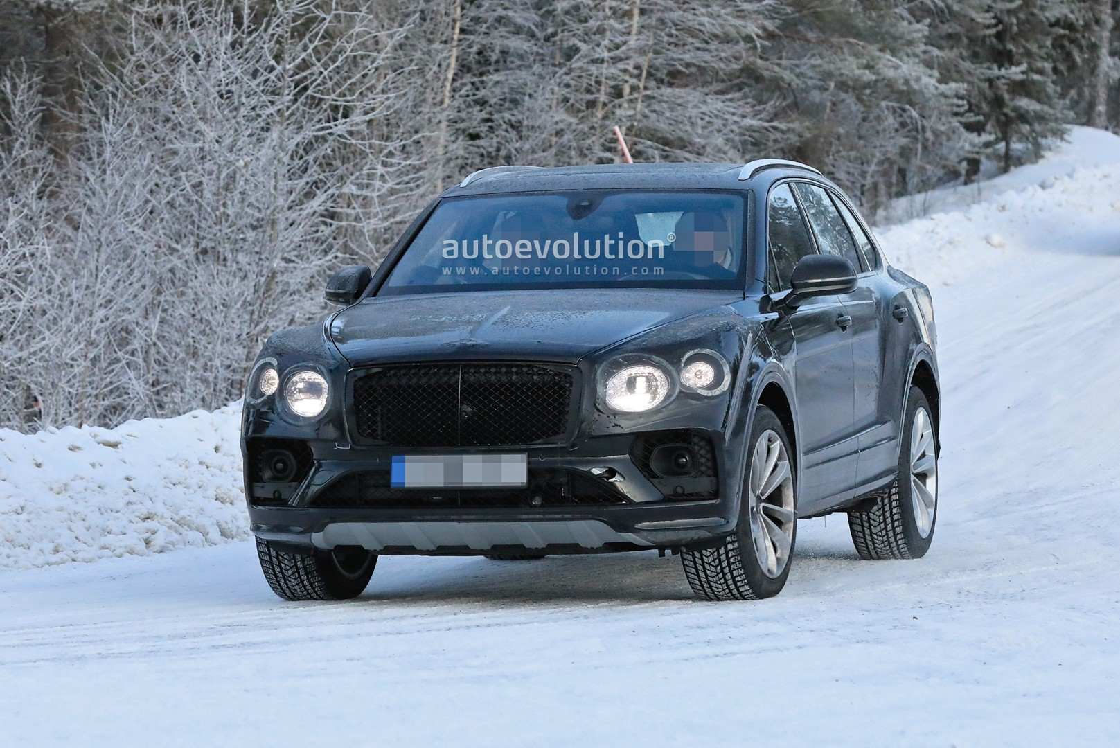 2021 Bentley Bentayga Facelift Makes Spy Photo Debut Autoevolution