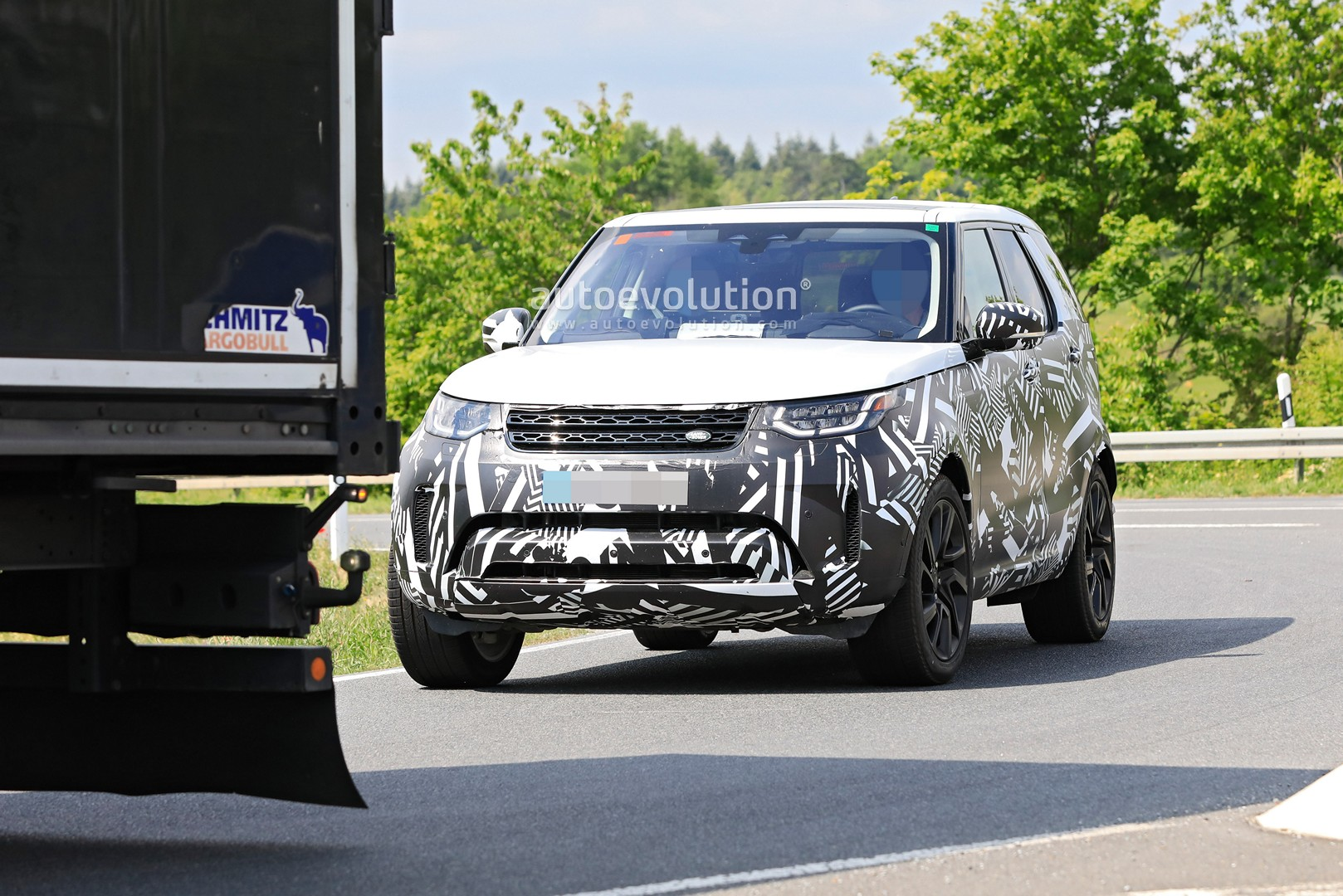 2021 Land Rover Discovery Concept and Review