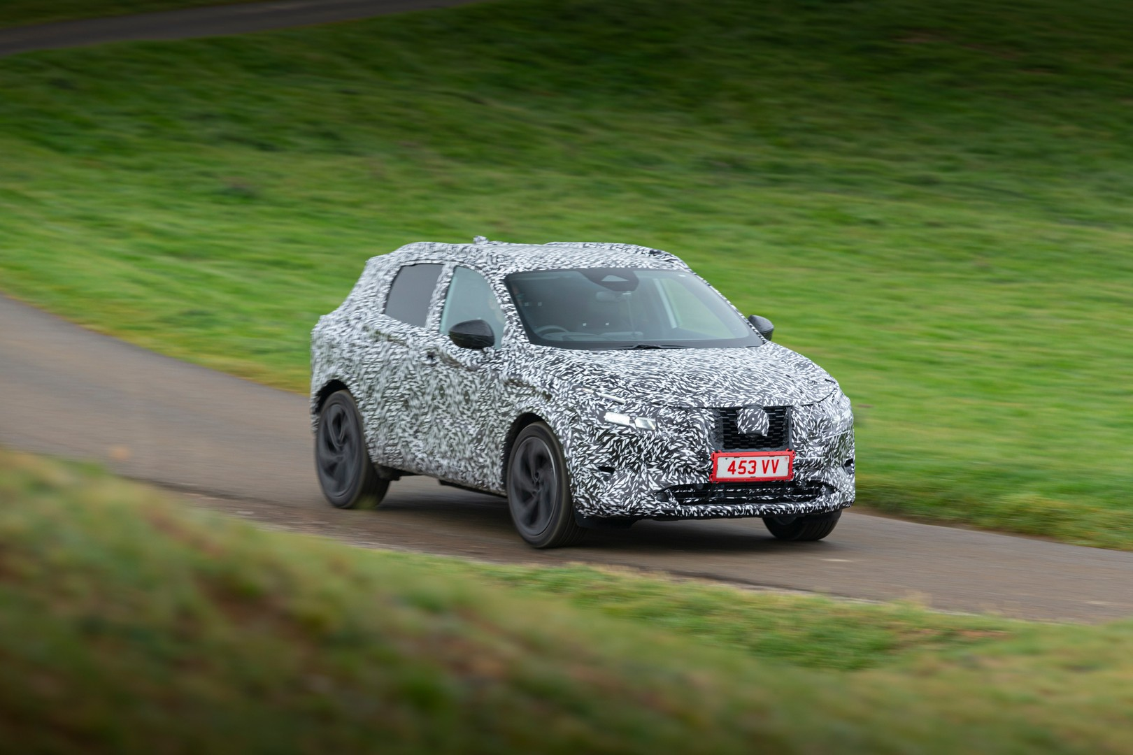 Nissan Qashqai teased, will be offered with petrol generator hybrid system