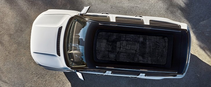 2022 Jeep Grand Wagoneer Official Photo Confirms Hud And Panoramic Glass Roof Autoevolution