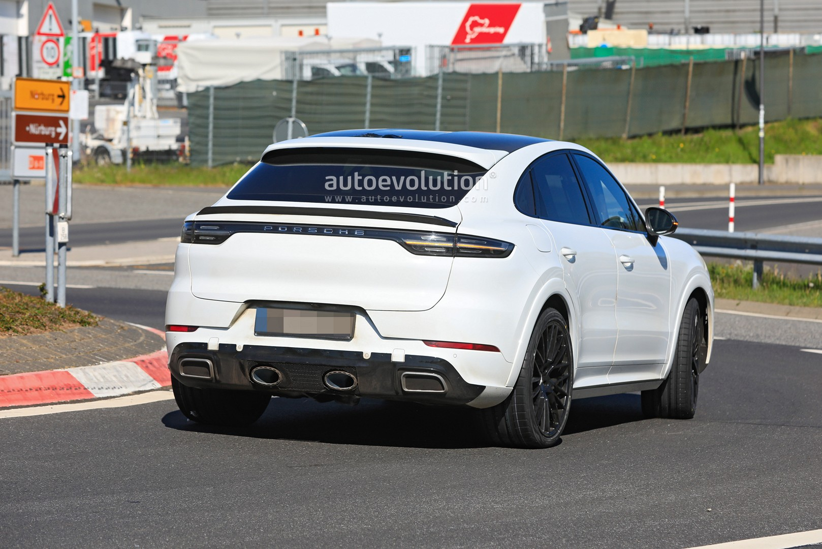 3 Porsche Cayenne GTS Coupe Plays the Fake Exhaust Game