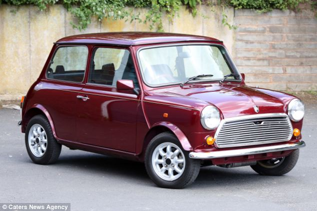 25 year old mini put up for sale because prospective owners can t fit inside autoevolution. Black Bedroom Furniture Sets. Home Design Ideas
