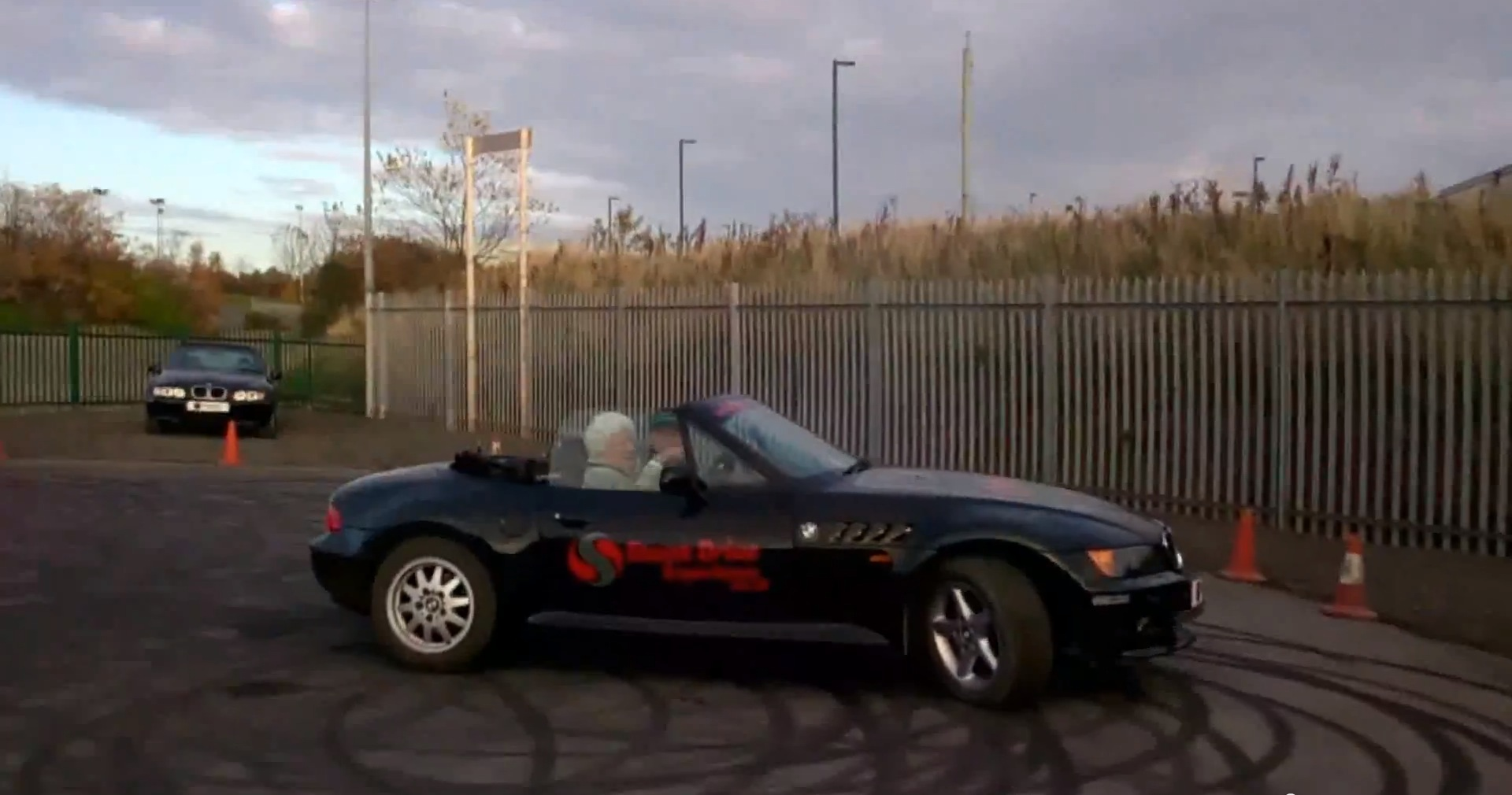 82-Year Old Lady Does Donuts with a BMW Z3 Convertible - autoevolution