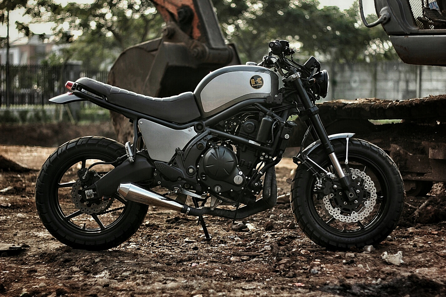 a kawasaki versys 650 scrambler is not a thing we see every day autoevolution. Black Bedroom Furniture Sets. Home Design Ideas