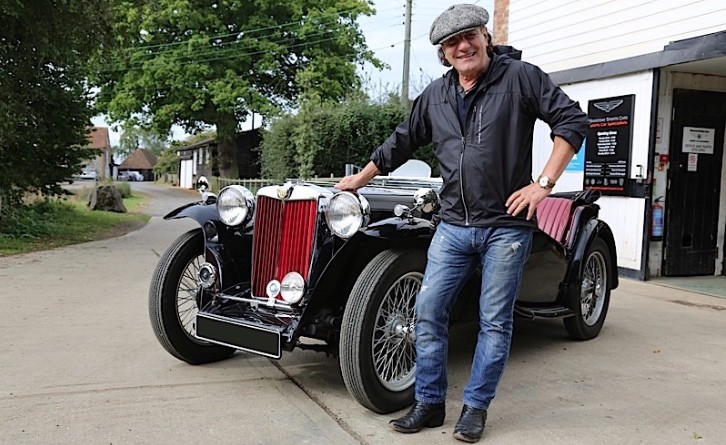 Ac Dc Lead Singer Brian Johnson Visits Mg Hq In New Cars That Rock Episode Autoevolution