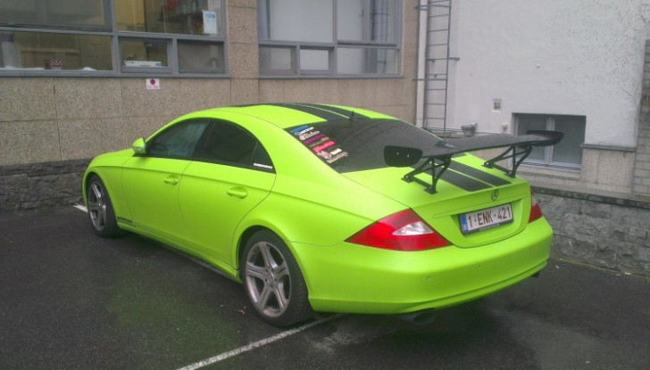 acid green mercedes benz cls c219 is an eyesore autoevolution. Black Bedroom Furniture Sets. Home Design Ideas