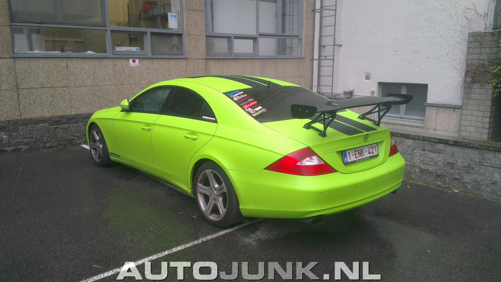 Acid green mercedes benz cls c219 is an eyesore for Mercedes benz green