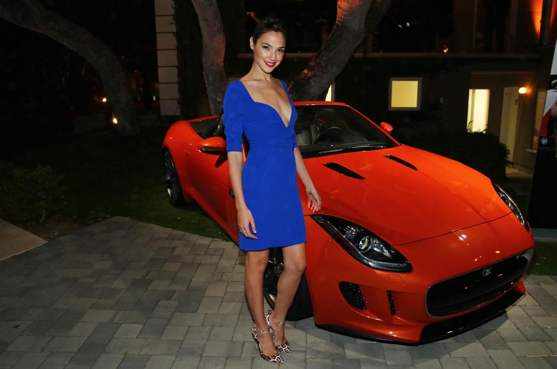 Gal Gadot y su jaguar convertible