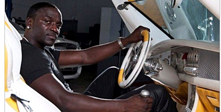 Akon Shows Off His Custom Spyker C8