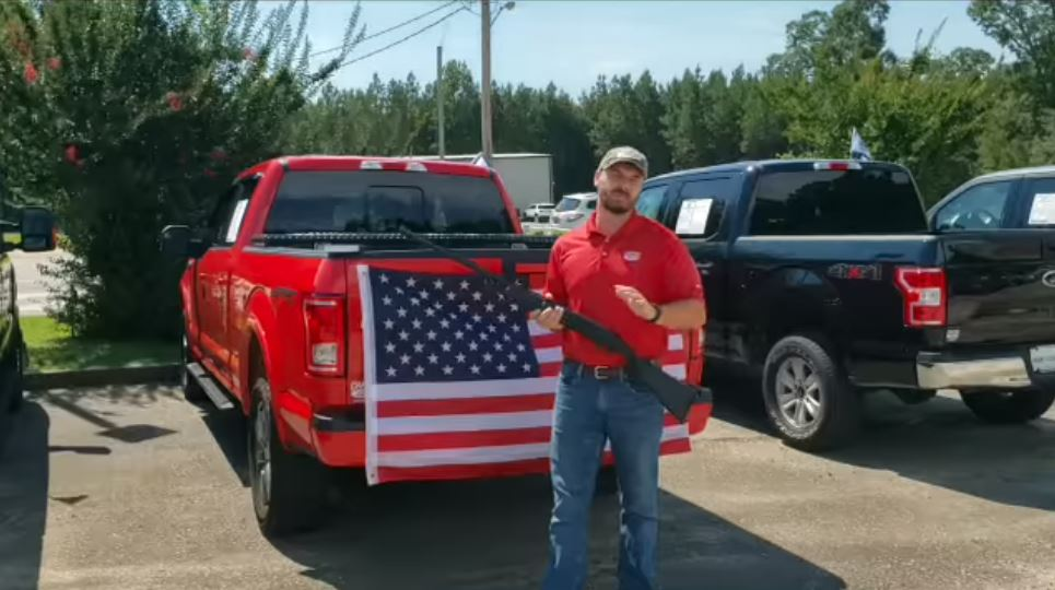 Alabama Car Dealership Offers Shotgun, Bible and Flag With Every Purchase