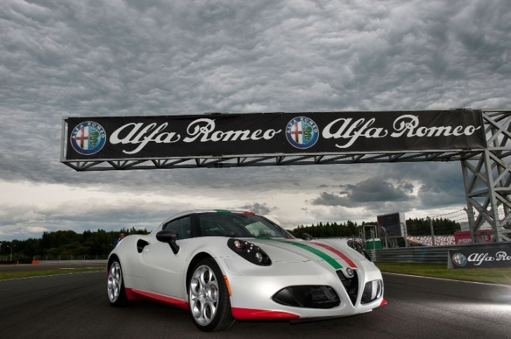 Alfa Romeo Unveils 4C Safety Car