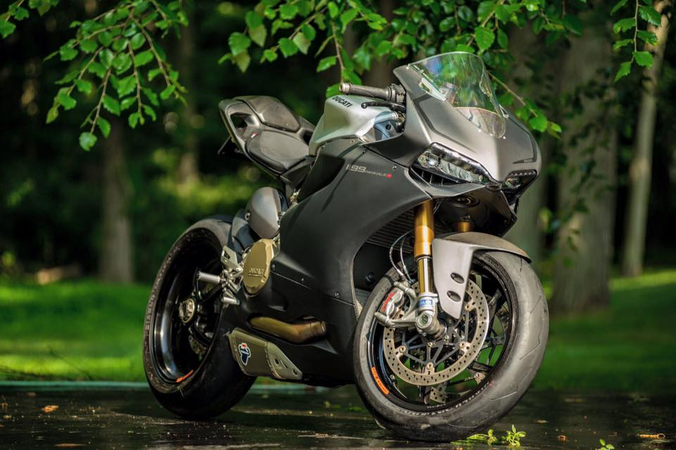 All Carbon Ducati 1199 Panigale S By Arete Americana Looking Hot
