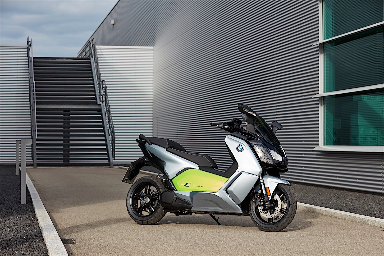all electric 2018 bmw c evolution scooter reaches u s dealers autoevolution. Black Bedroom Furniture Sets. Home Design Ideas