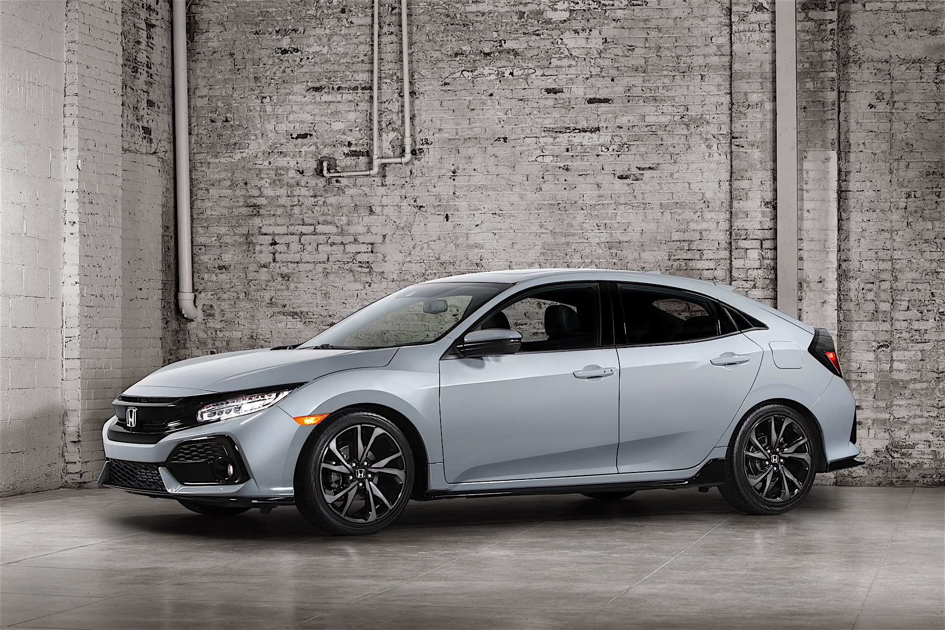 honda reveals all new 2017 civic x hatchback available this fall in the usa autoevolution. Black Bedroom Furniture Sets. Home Design Ideas