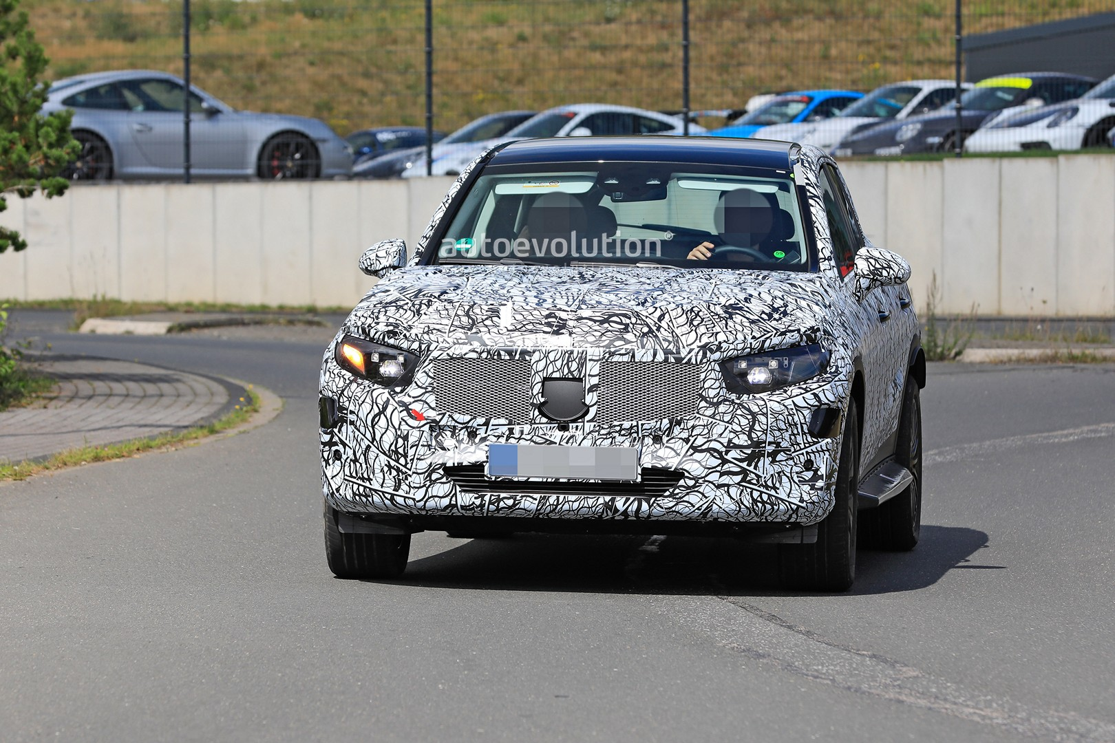 2021 - [Mercedes-Benz] GLC II - Page 2 All-new-2022-mercedes-glc-class-spied-getting-to-be-the-king-of-cuvs-147569_1