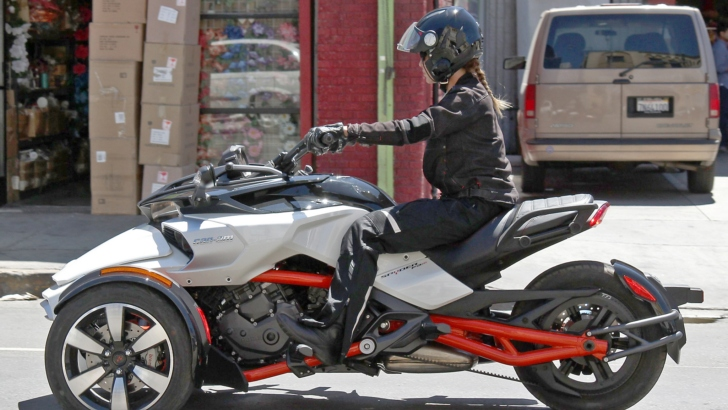 all new can am spyder f3 efi spotted with no camouflage. Black Bedroom Furniture Sets. Home Design Ideas