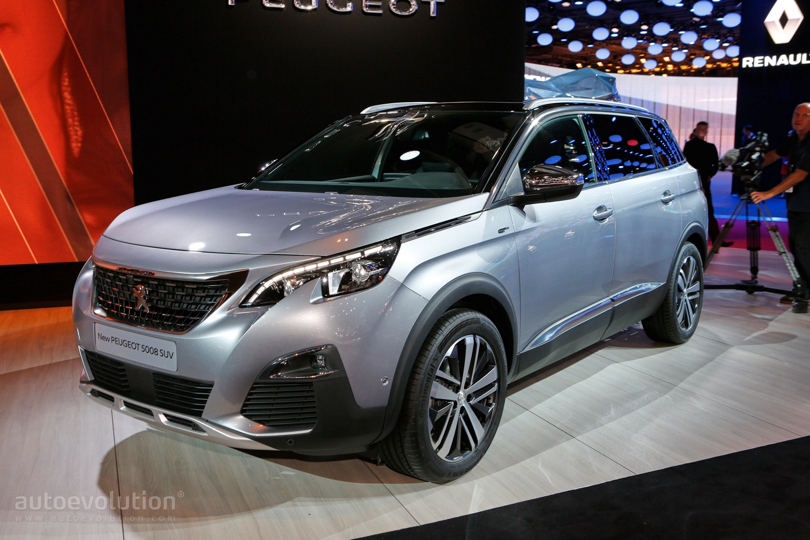 all new peugeot 5008 is a 7 seater crossover in paris autoevolution. Black Bedroom Furniture Sets. Home Design Ideas