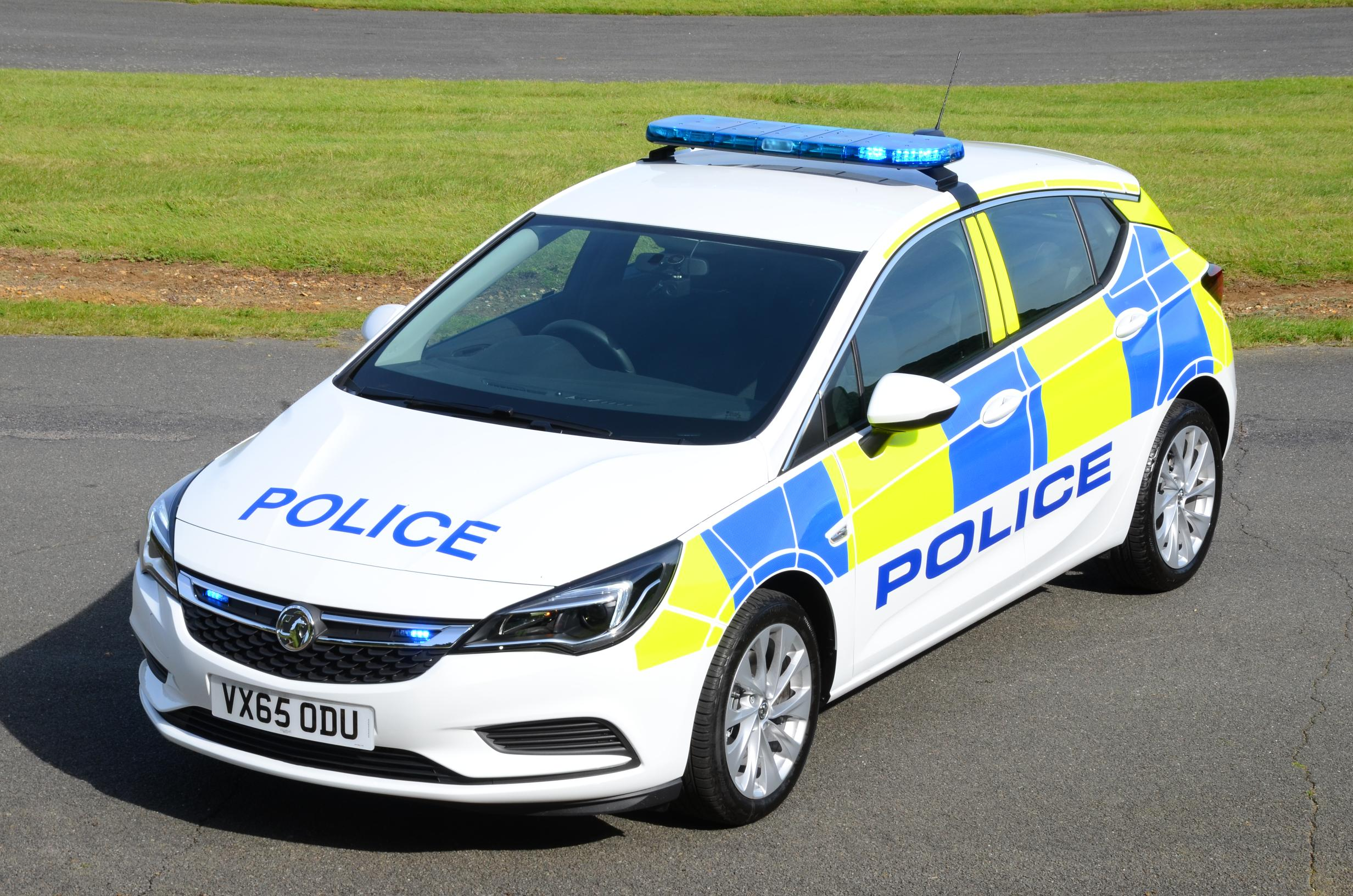 """All-New Vauxhall """"Arresting"""" Astra K Enters Police Service ..."""