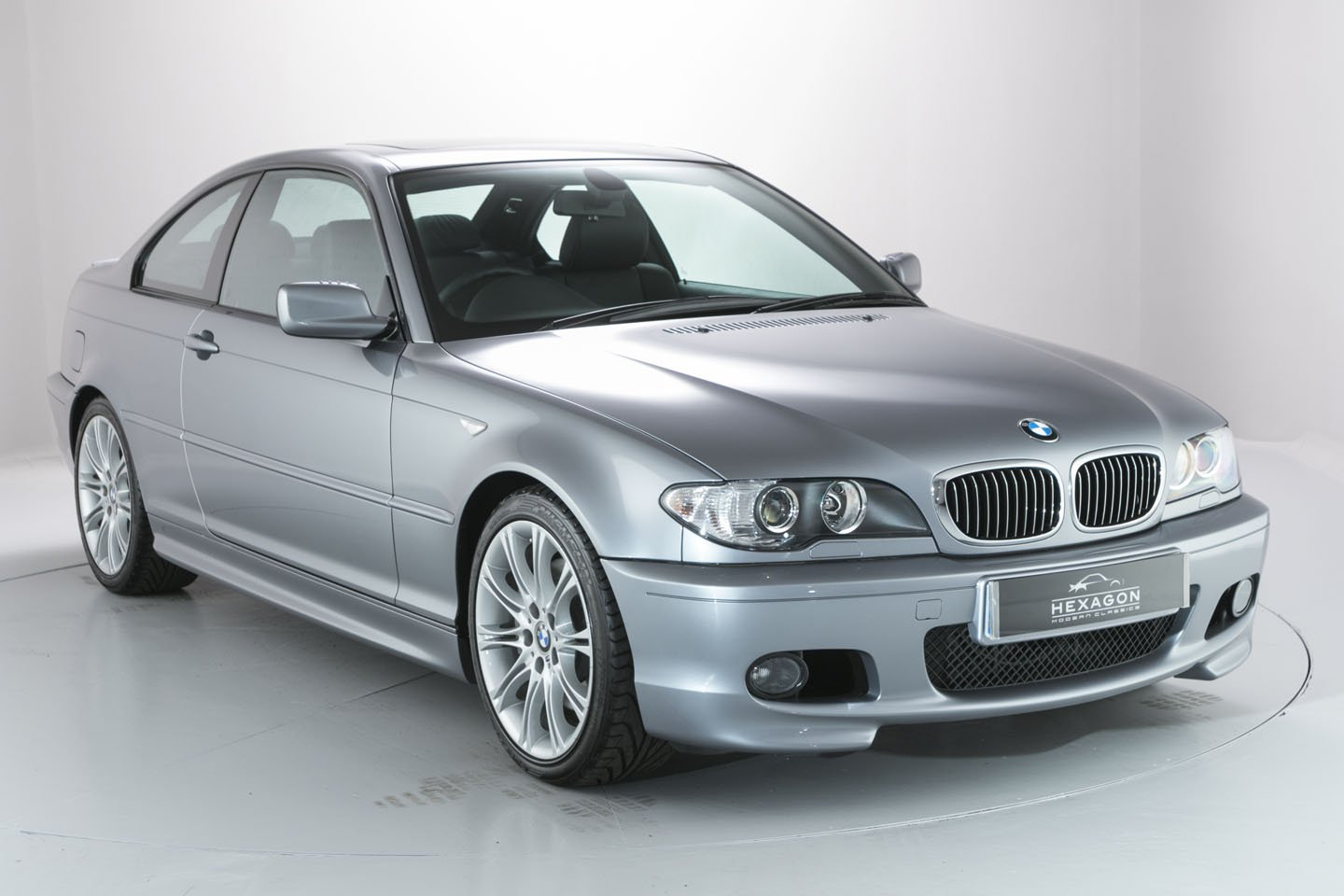 almost as new bmw e46 3 series trio heading to auction autoevolution. Black Bedroom Furniture Sets. Home Design Ideas