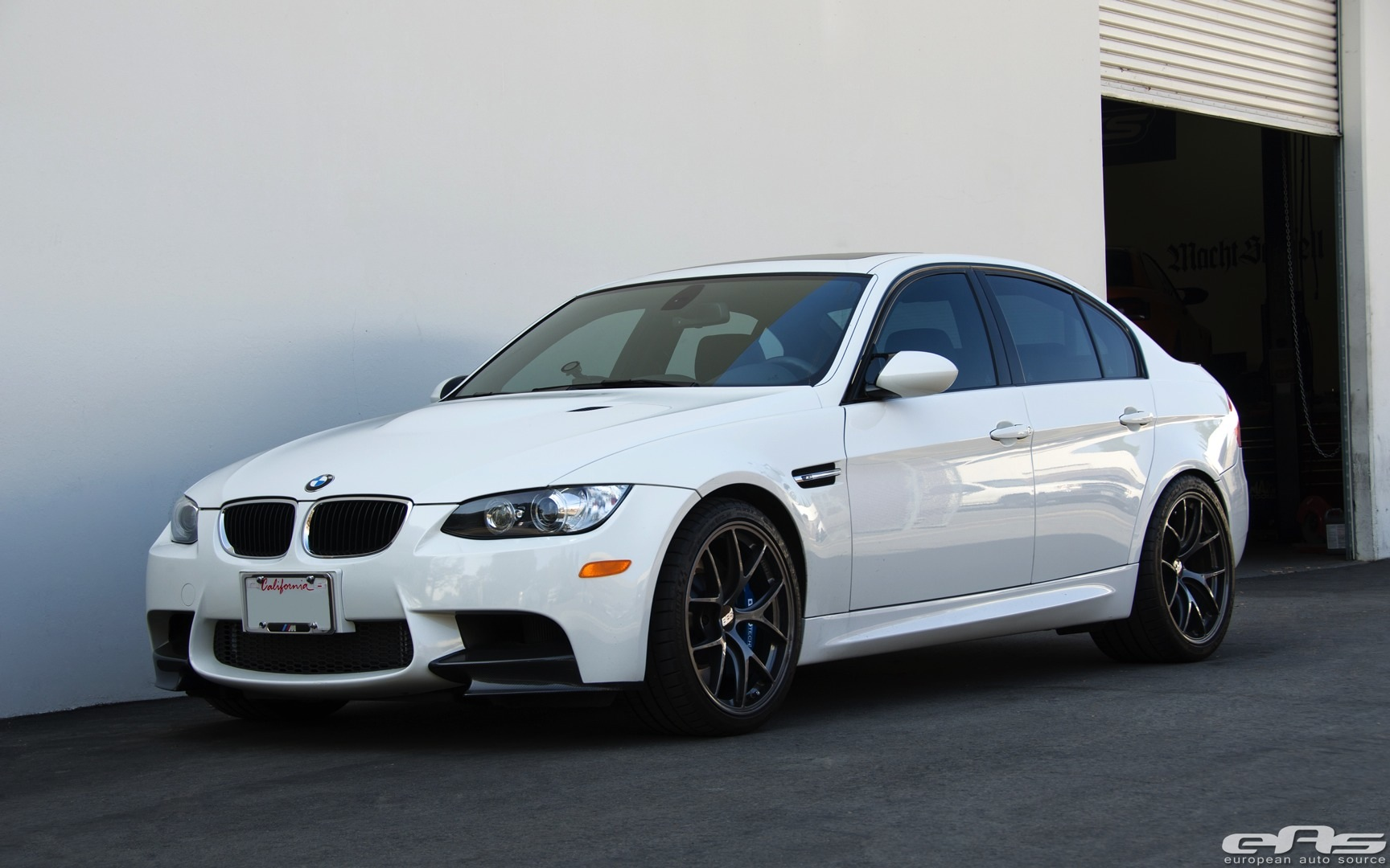 alpine white bmw e90 m3 gets new brakes at eas. Black Bedroom Furniture Sets. Home Design Ideas