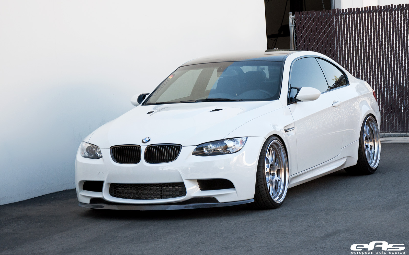 alpine white bmw e92 m3 is simple and beautiful autoevolution. Black Bedroom Furniture Sets. Home Design Ideas