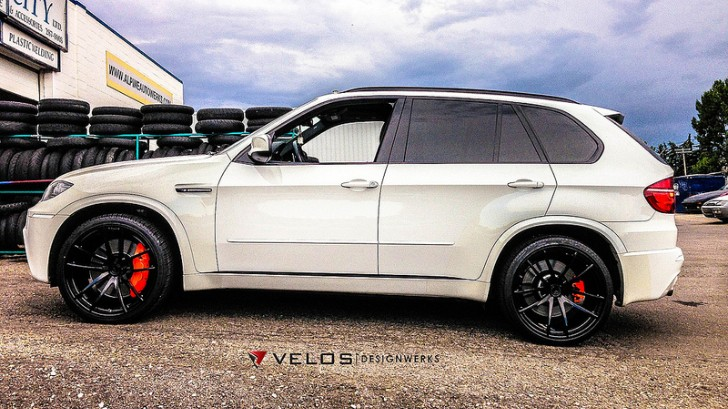 Alpine White BMW X5 M Showcases Velos Solo V Wheels