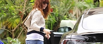 Alyson Hannigan Sticks a Charger in Her Tesla Model S