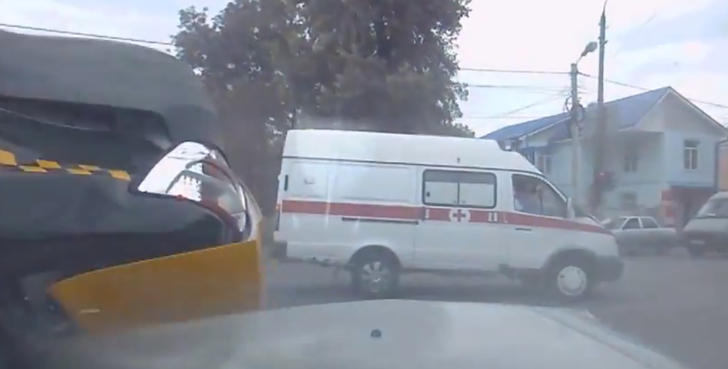 Ambulance Flips a Taxi in Crazy Russian Car Crash [Video]