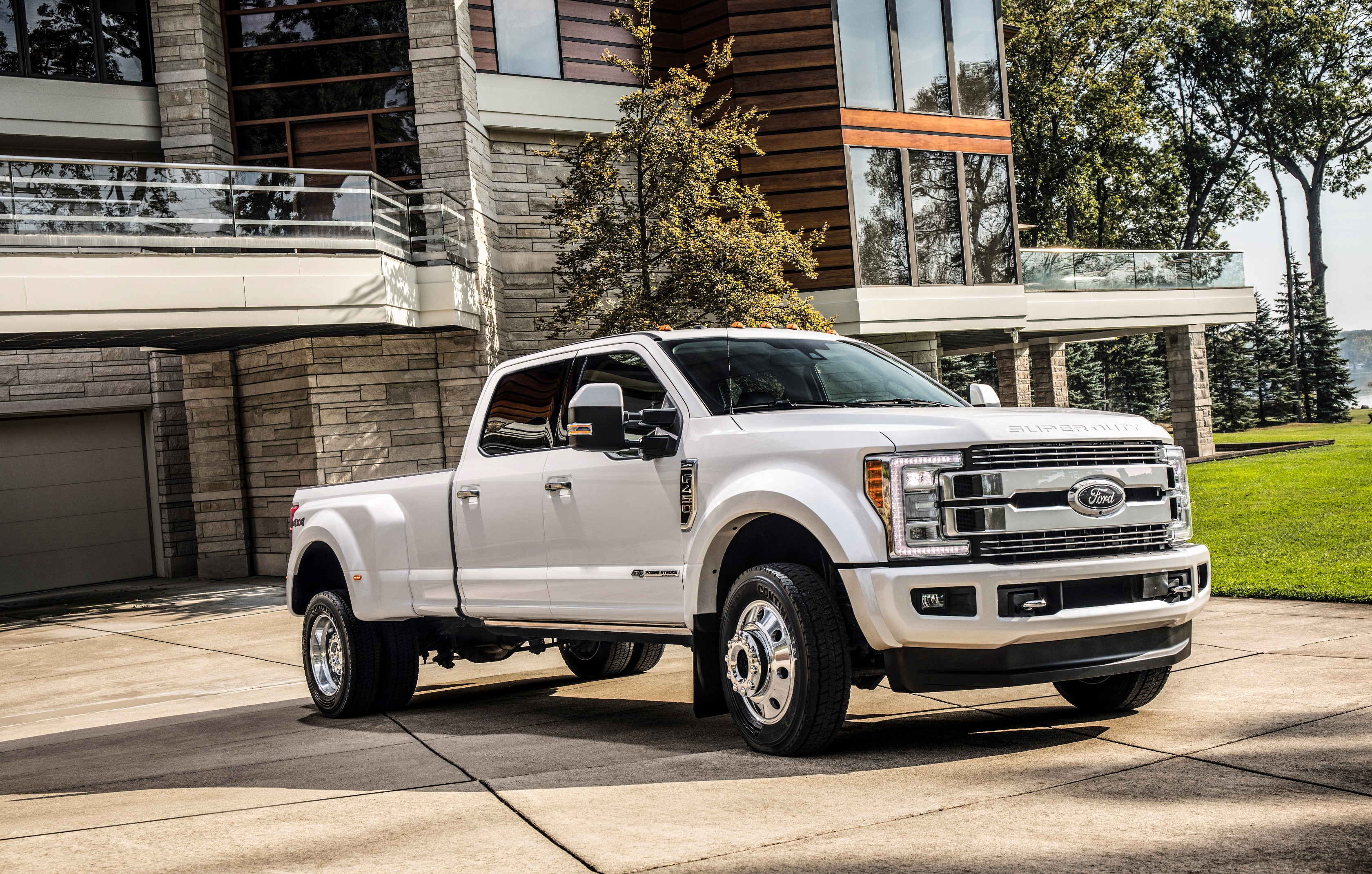America's Most Luxurious Pickup Truck Is The $100,000 2018 Ford F-450 Limited - autoevolution