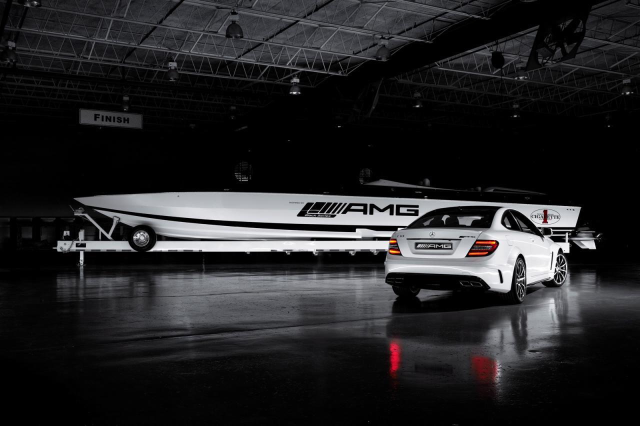 amg black series cigarette boat has 2700 hp autoevolution. Black Bedroom Furniture Sets. Home Design Ideas