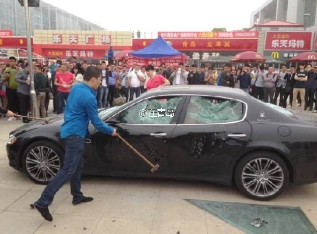 Who Owns Maserati >> Angry Chinese Maserati Owner Destroys His Car In Protest