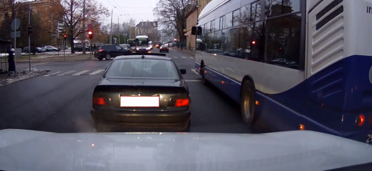 Another Bmw Fail Caught On Camera Autoevolution