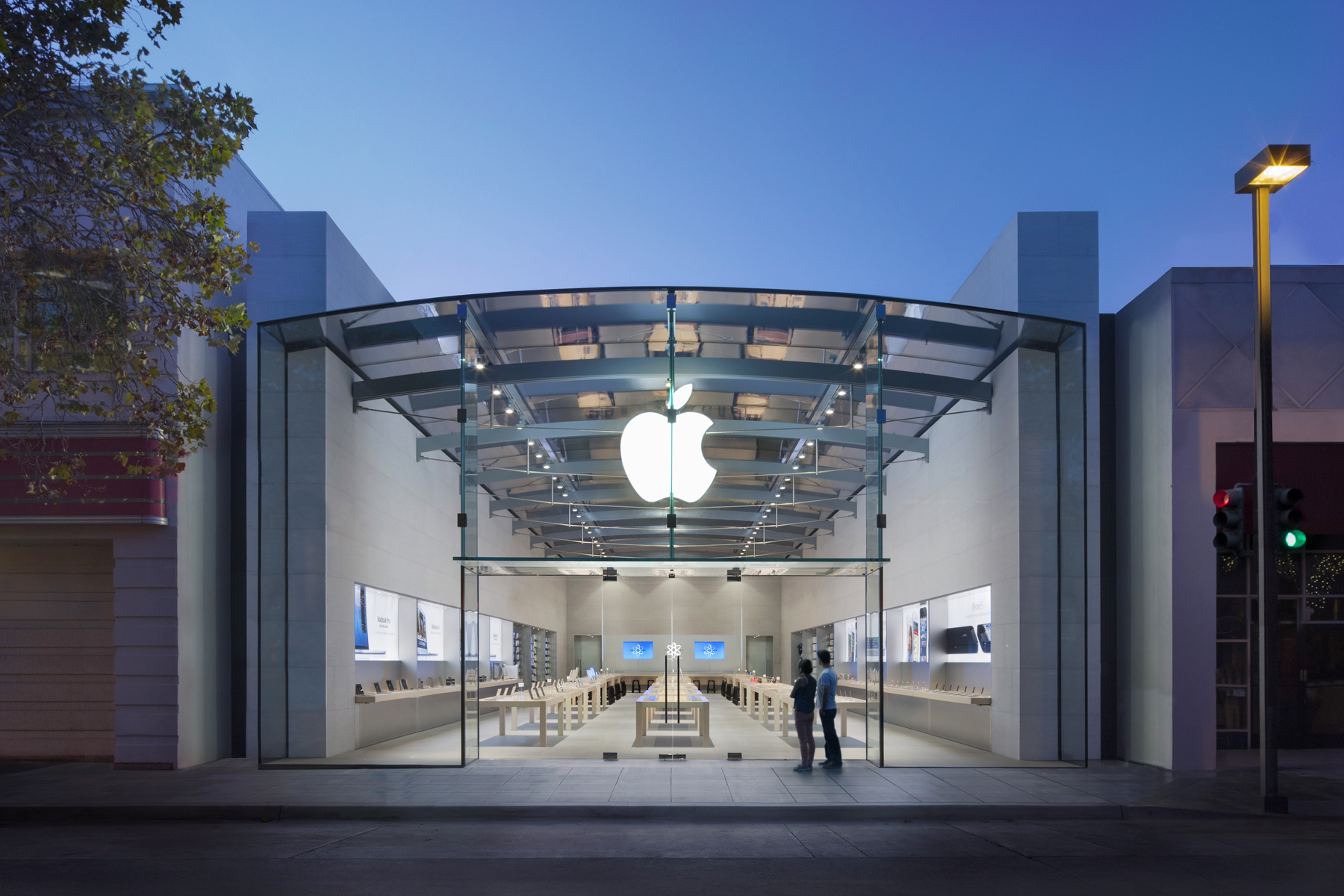 Apple's Bob Mansfield returns to lead Project Titan, sources claim