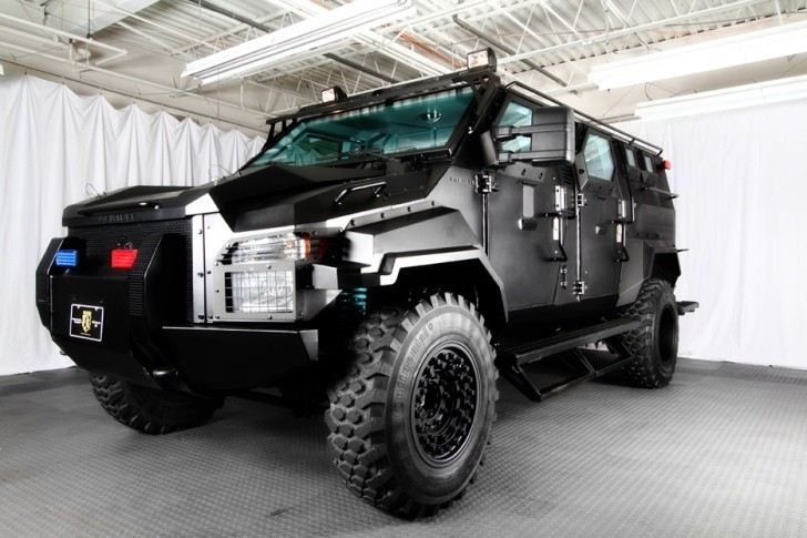 armoured ford f 550 swat special for sale at 300 000 autoevolution. Black Bedroom Furniture Sets. Home Design Ideas