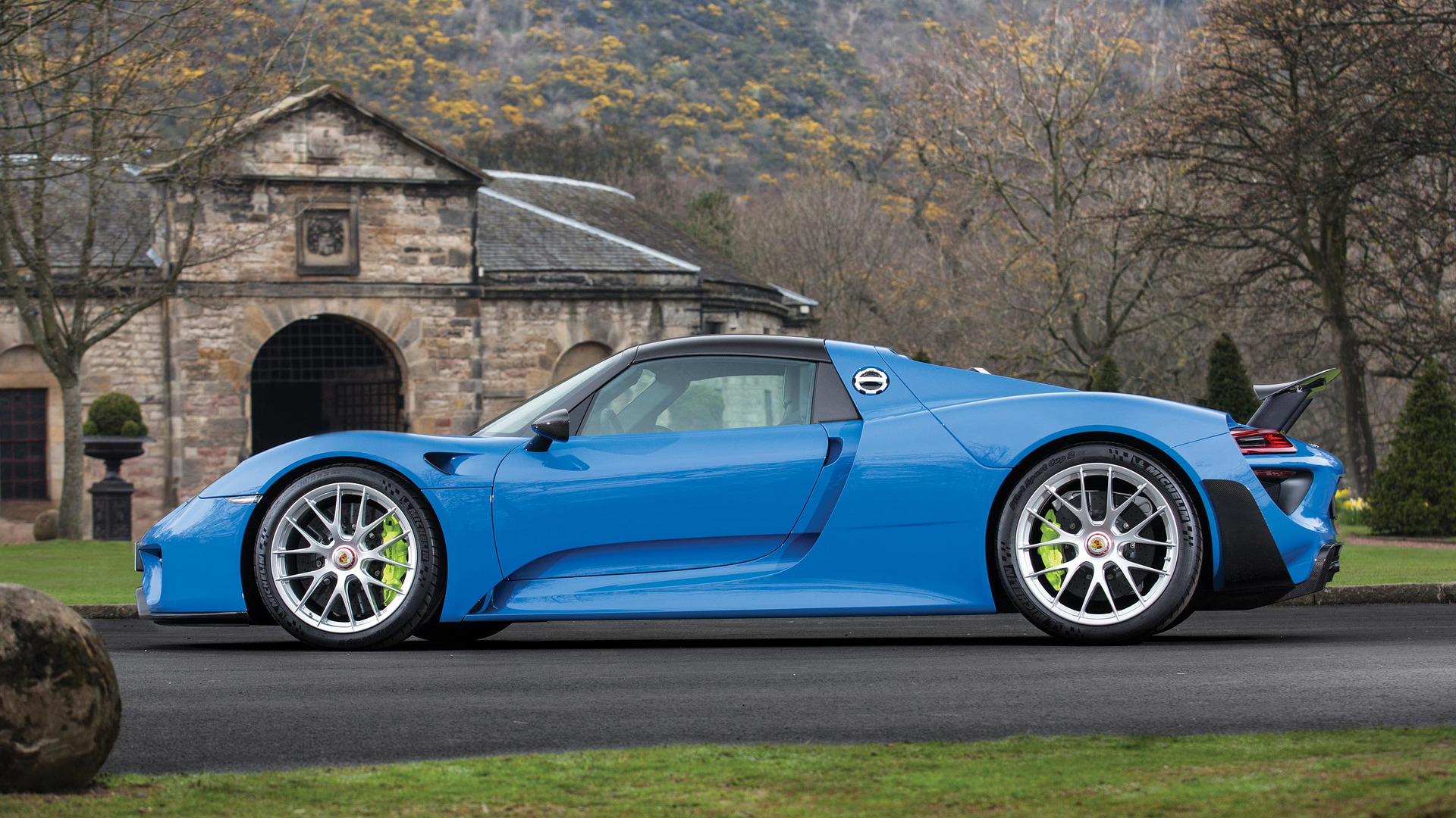 arrow blue porsche 918 spyder weissach heads to auction. Black Bedroom Furniture Sets. Home Design Ideas