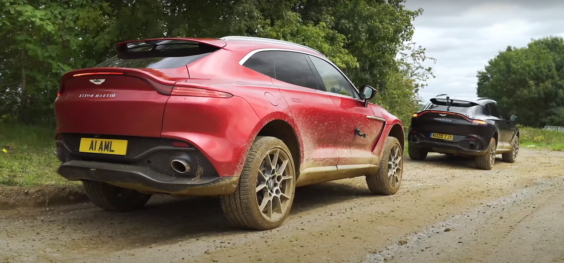 Aston Martin Dbx Suv Will Not Embarrass You Off Road Stops Better Than It Goes Autoevolution