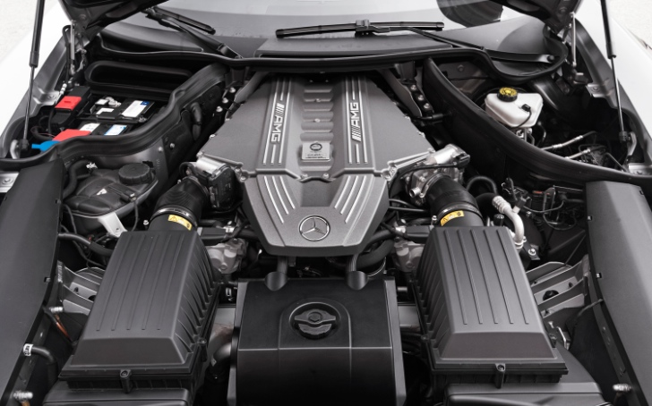 Aston Martin to Use Mercedes-Benz Engines?