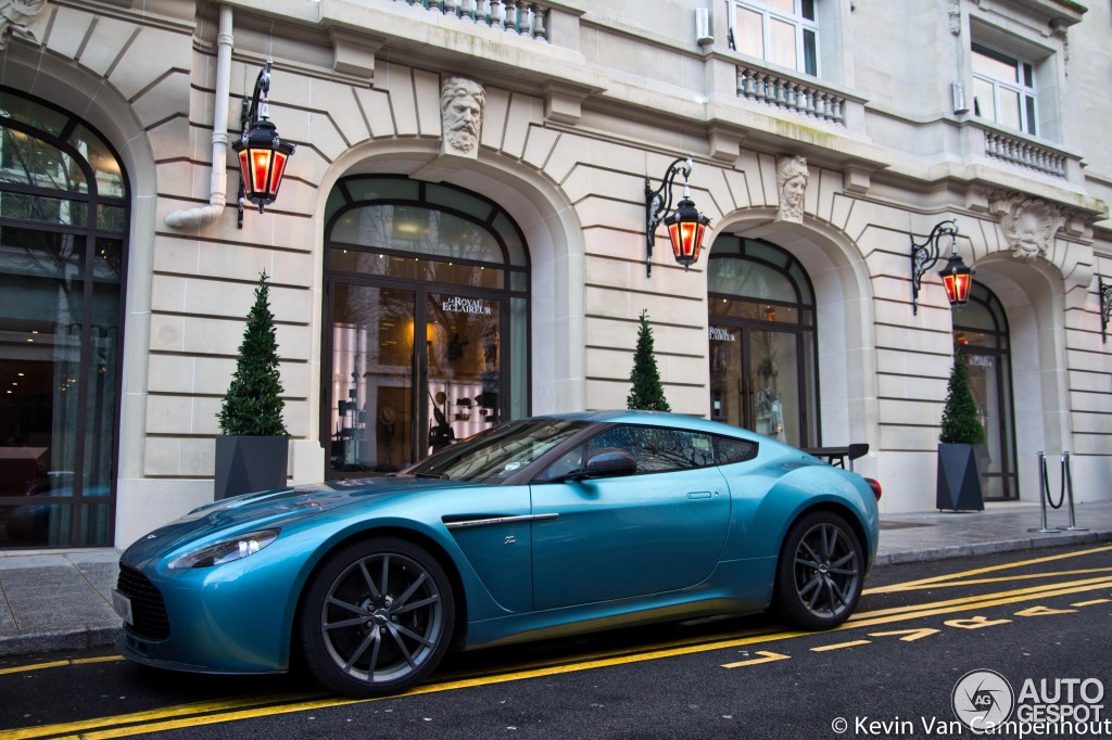 aston martin v12 zagato 2 in paris autoevolution. Black Bedroom Furniture Sets. Home Design Ideas