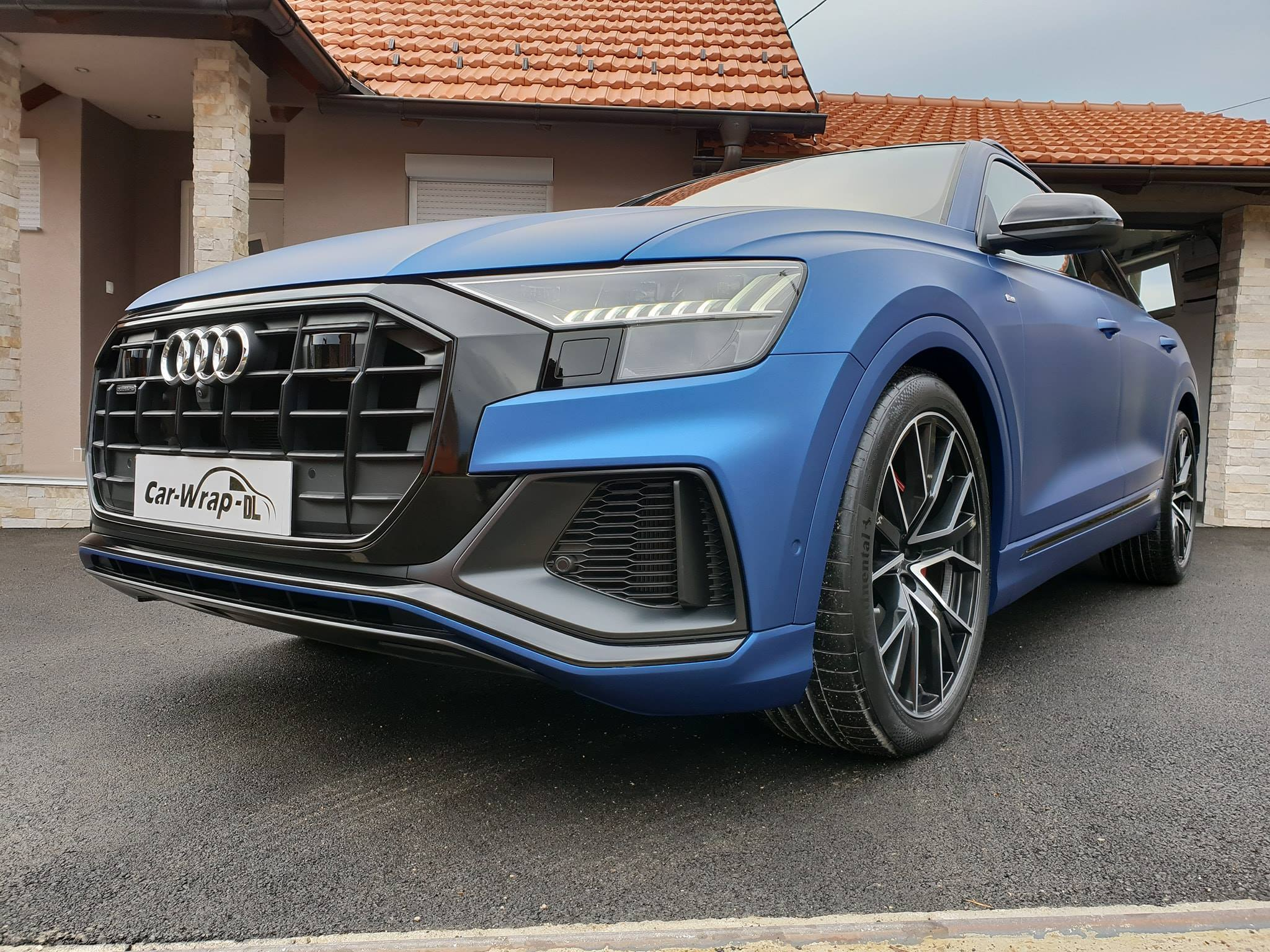 Audi Q8 Gets Wrapped In Matte Metallic Blue Autoevolution