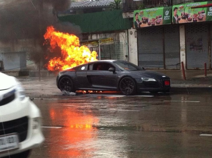 Audi R8 Burns To A Crisp In Thailand Autoevolution
