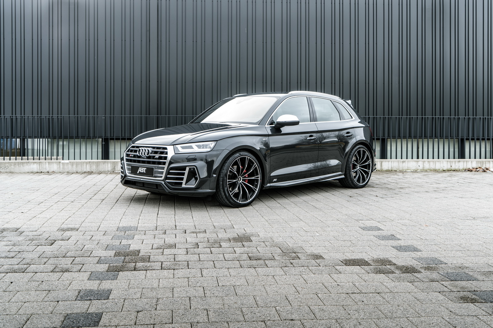 audi sq5 tuning by abt includes widebody kit and 425 hp autoevolution. Black Bedroom Furniture Sets. Home Design Ideas