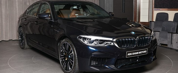 azurite black 2018 bmw m5 shows off in abu dhabi. Black Bedroom Furniture Sets. Home Design Ideas
