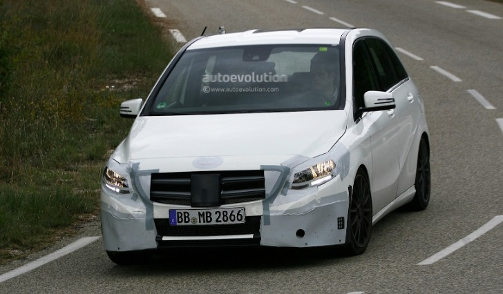 B-Class W246 Facelift Spied Wearing Camouflage [Photo Gallery]