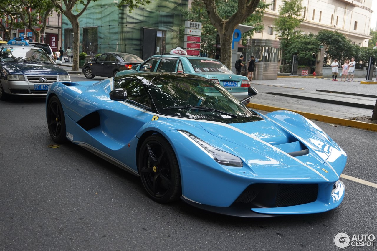 baby blue laferrari with white accents steals the show in shanghai autoevolution. Black Bedroom Furniture Sets. Home Design Ideas