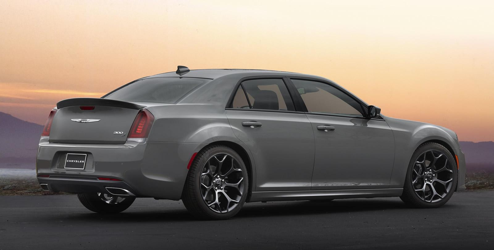2017 Chrysler 300s Sport Earance Package