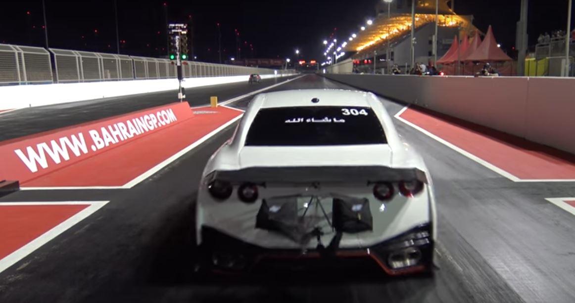 bahrain 39 s ekanoo racing sets nissan gt r and porsche 911. Black Bedroom Furniture Sets. Home Design Ideas