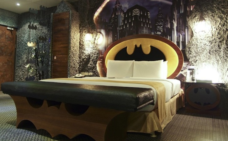 Batman Themed Hotel Room Has Tumbler Bed It S The Perfect