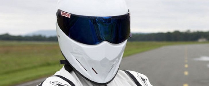 bbc s response to amazon prime is bringing top gear s the stig back in action autoevolution. Black Bedroom Furniture Sets. Home Design Ideas
