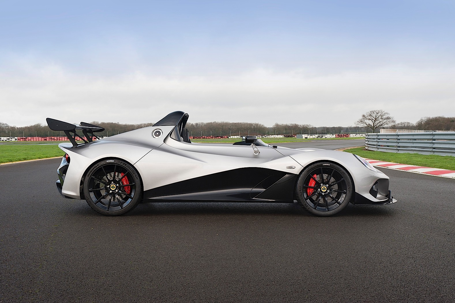 behold the lotus 3 eleven is going into production and will soon hit the streets autoevolution. Black Bedroom Furniture Sets. Home Design Ideas